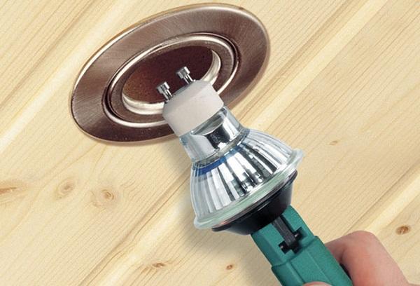 Jak vyměnit žárovku v podhledu
