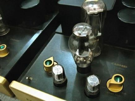 Μπορείτε να συνδέσετε υποβρύχια σε έναν ενισχυτή εργοστασίου